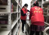 巢湖学院:青年志愿者图书馆书籍整理活动