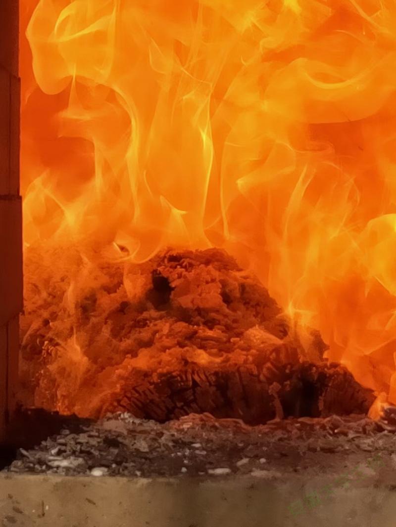 泥巴人打造柴烧陶艺的泥巴西施