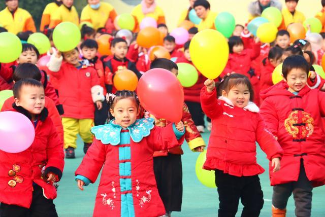 图为亳州三之三幼儿园开展迎新年活动。
