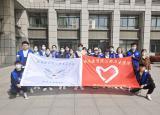 皖南医学院晨光志愿服务队与微光志愿服务队联合举行雷锋月校园清扫活动