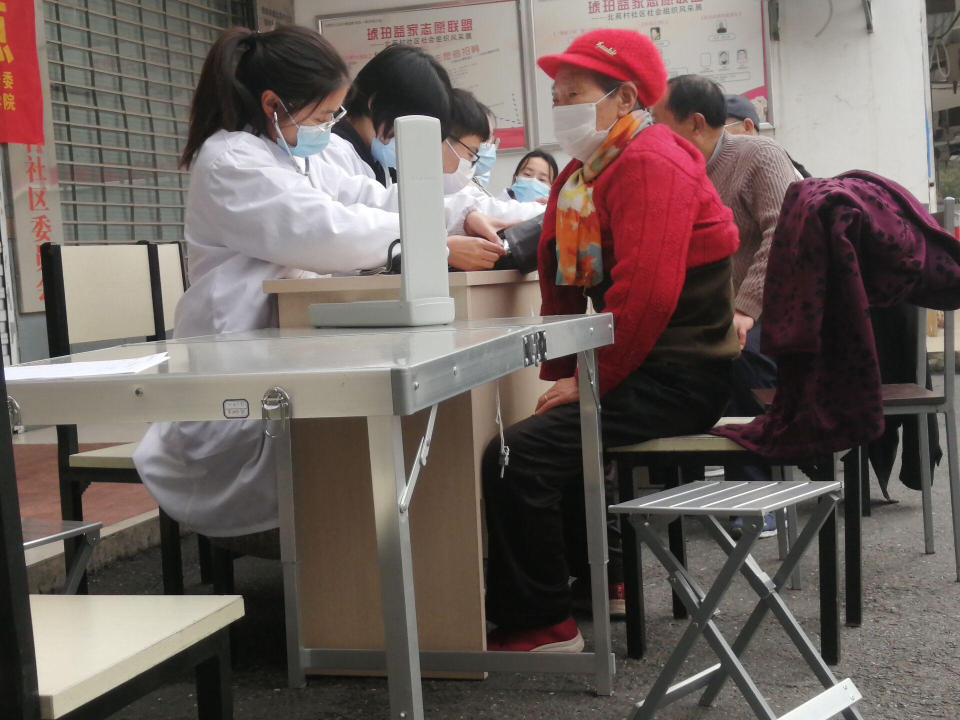 医路长行,第一临床医学院志愿者助力健康监测