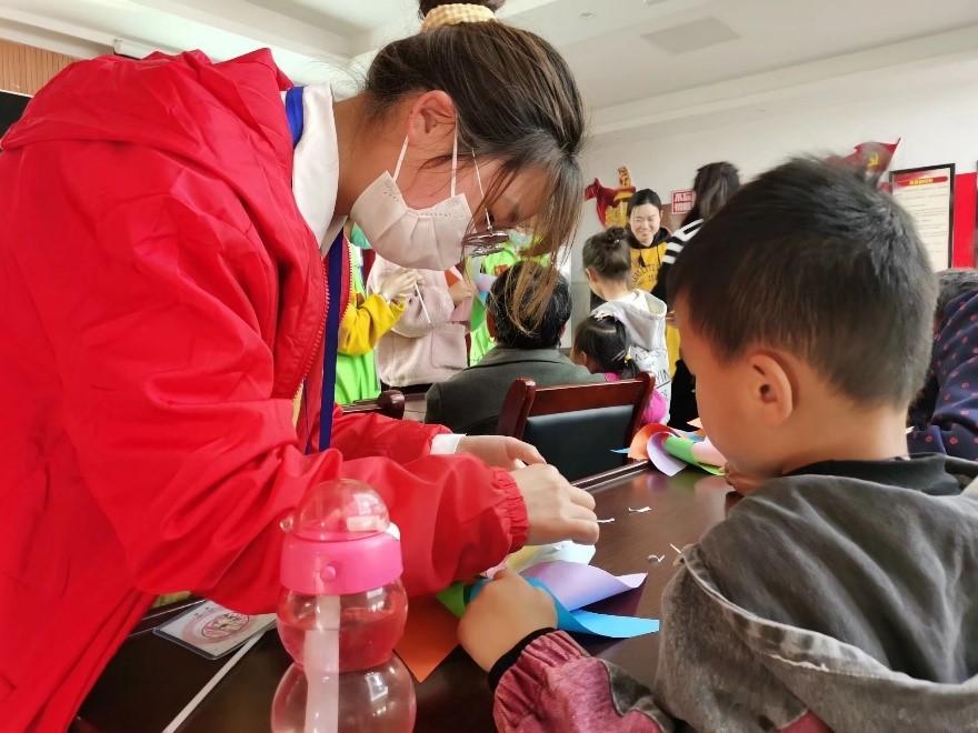 化材学院青年志愿者协会赴西山社区开展社区儿童DIY手工制作活动