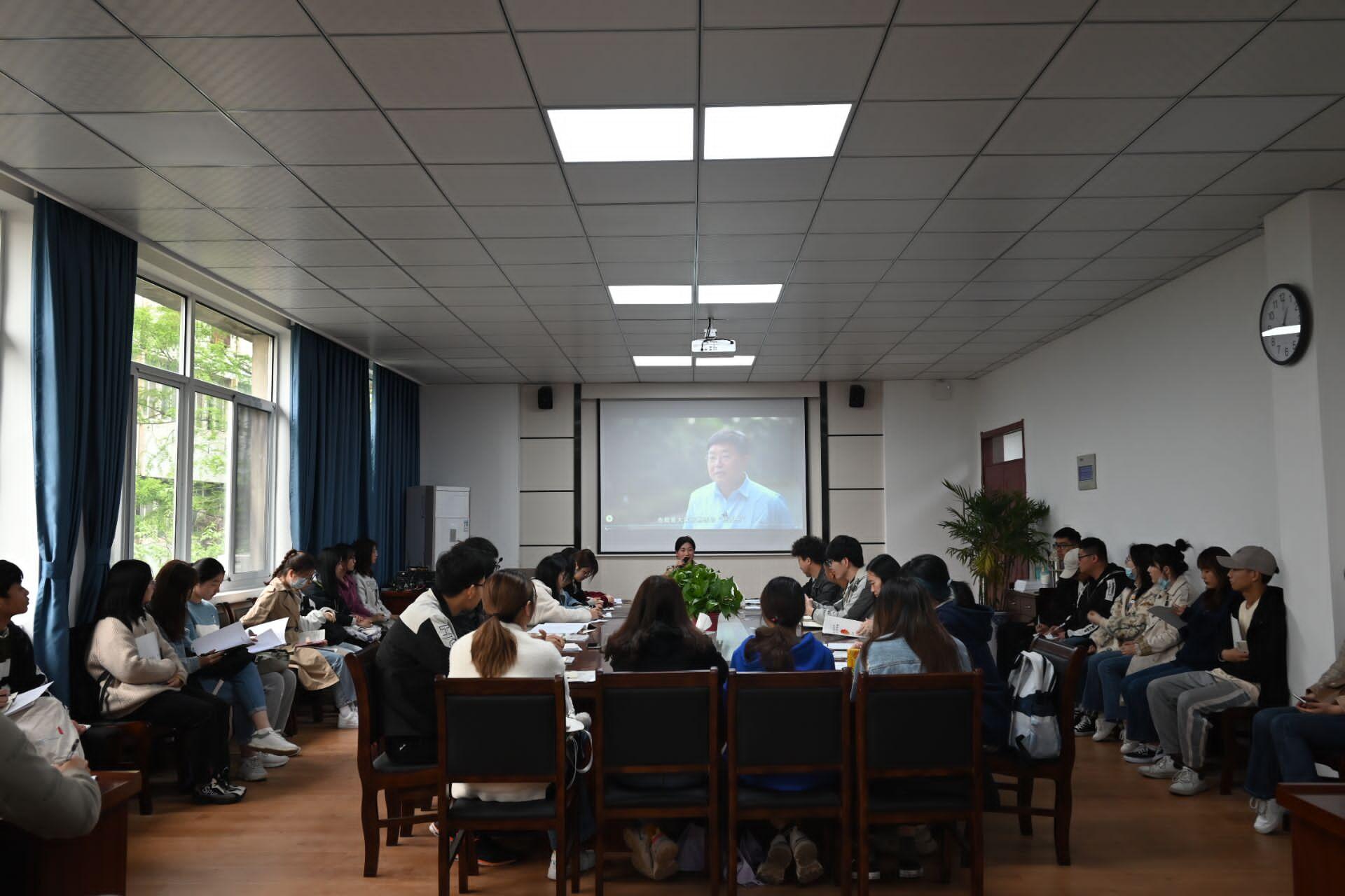 安徽工程大学化环学院团委召开第一次团支书工作例会