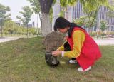 巢湖学院化材学院青年志愿者协会开展校园清扫活动
