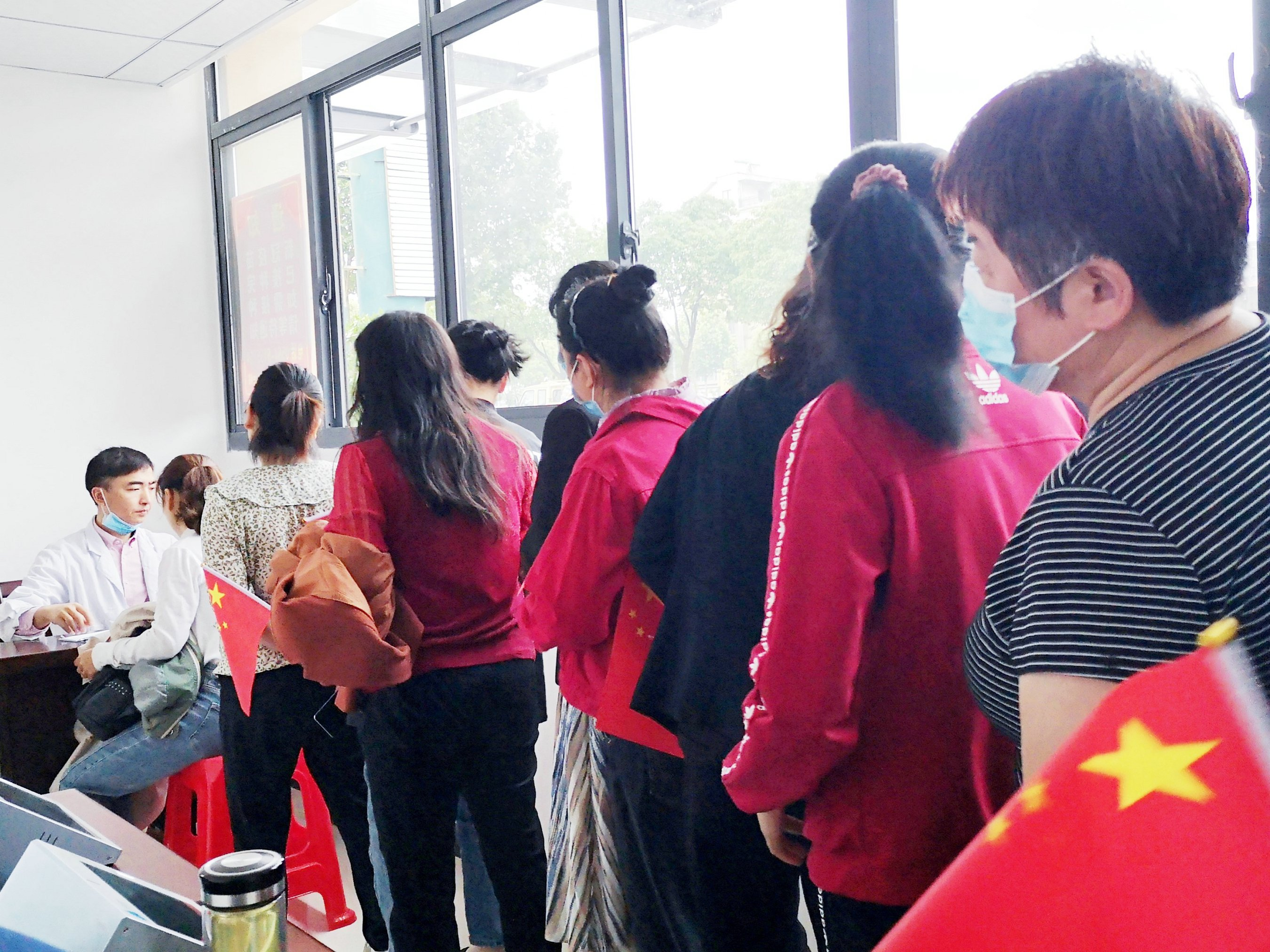 校企联动,助力疫情——安徽工程大学学生参与疫苗接种工作
