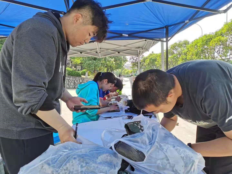 巢湖学院化学与材料工程学院青年志愿者协会开展军训服装捐赠活动