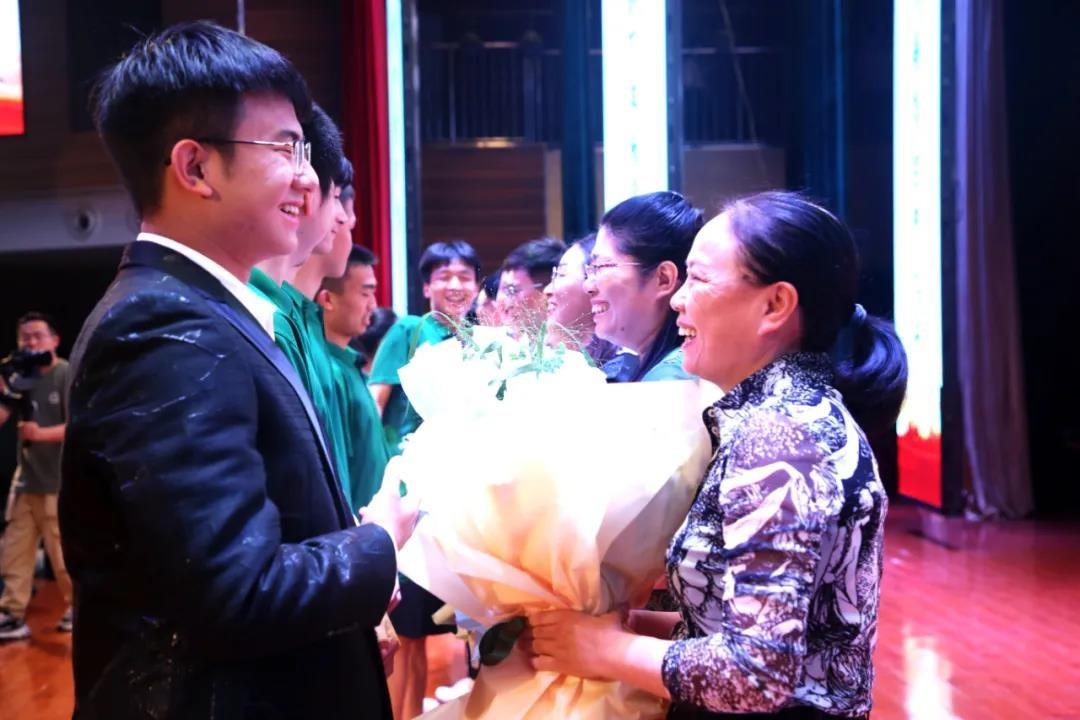 合肥四中举行2021届高三毕业典礼 广大学子向美而行开启新征程