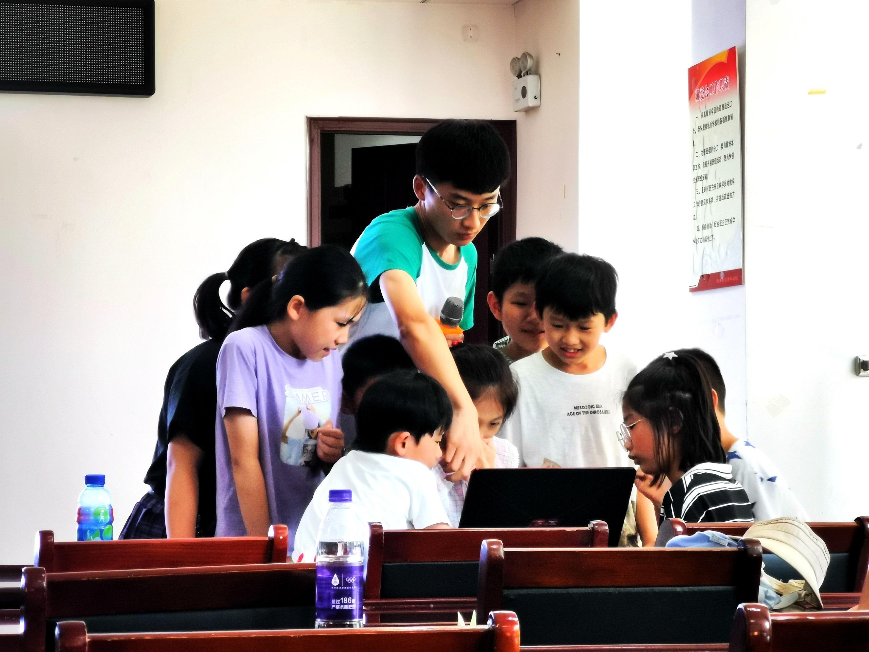 """安徽师范大学志愿者携手社区为社区儿童开展""""红色主题教育""""活动"""
