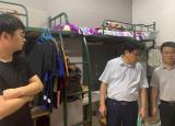 铜陵学院建筑工程学院老师深入宿舍看望暑期留校学生