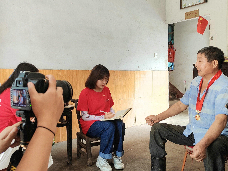 巢院学子赴安徽六安金寨采访老党员许家宏:青山长存 精神不朽