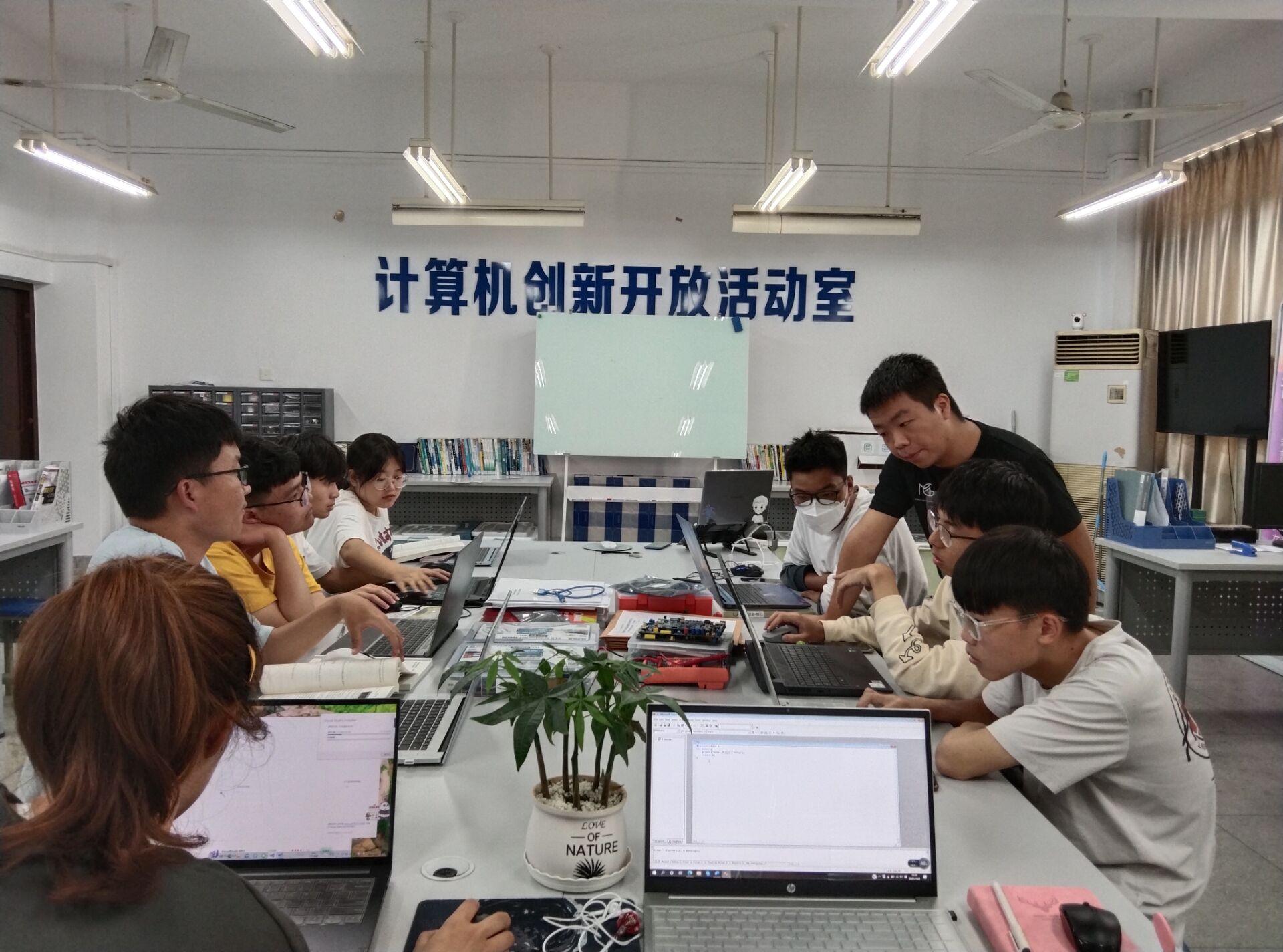 安徽工程大学计算机与信息学院 线上线下齐联动 欢度国庆觅新知