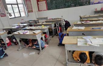 利辛县望疃学区刘桥小学组织开展防震减灾、消防应急演练