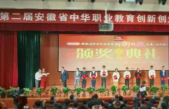 亳州工业学校发明脱粒机中的战斗机亮相省城