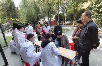 安徽医科大学开展爱心义诊进社区,志愿服务暖人心活动